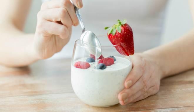 Foto: Iaurtul, aliment minune pentru oasele noastre