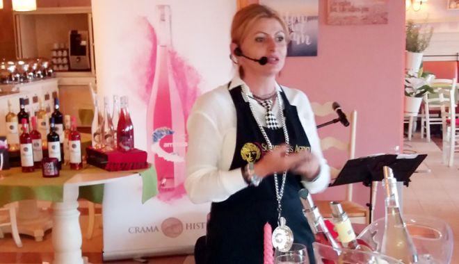 Foto: Vinurile din Dobrogea, prezentate cu talent la Hotel ibis