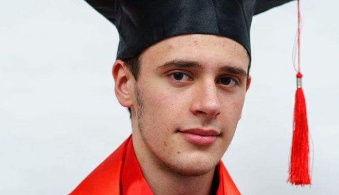Olimpicii Liceului Internaţional. Daniel Ababei - elev de nota 10 la Bacalaureat - ichconline1107-1562770608.jpg