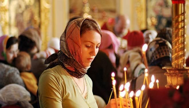 Foto: Icoane realizate la o mănăstire din Neamţ, sfinţite la Constanţa