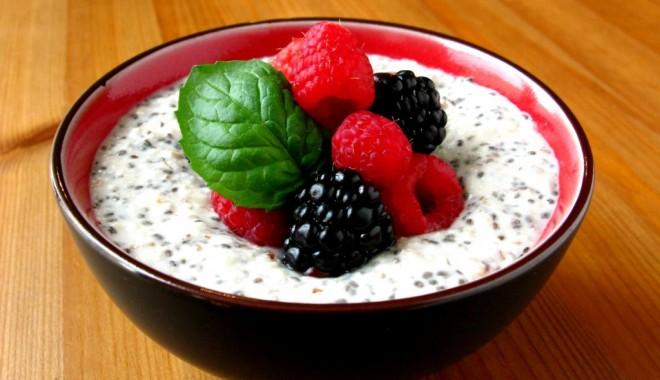 Foto: Idei de toppinguri pentru iaurtul de dimineaţă