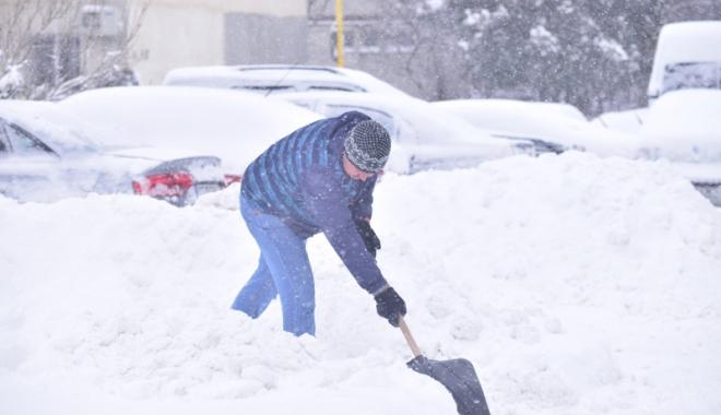 Foto: Constănţeni, ieşiţi  la curăţat zăpada!