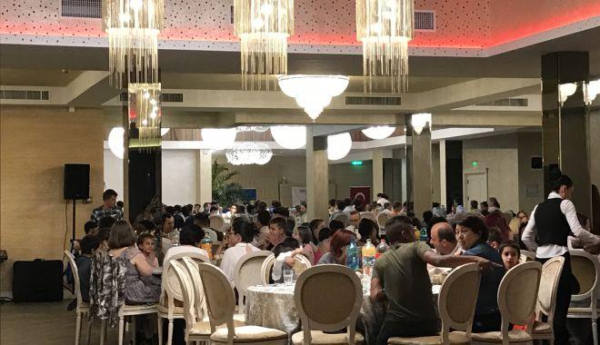 Foto: Iftar pentru copiii din centrele de ocrotire socială