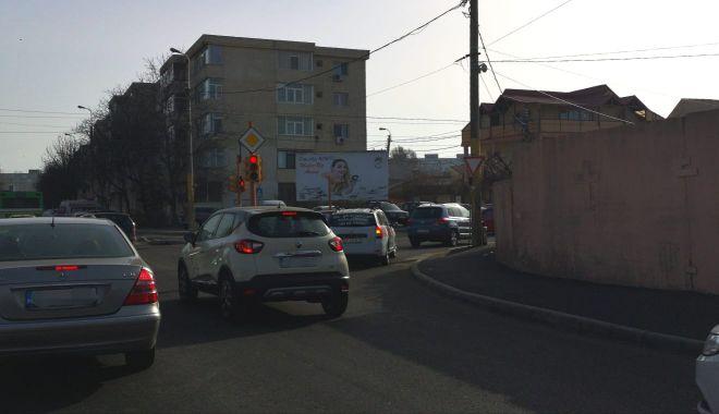 Foto: Atenţie, şoferi! Se schimbă traficul la semaforul de la intersecţia străzilor Poporului cu I.L. Caragiale