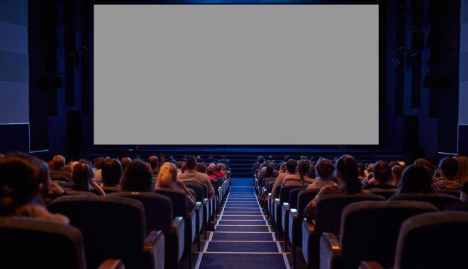 """O mamă cu doi copii nu a primit bilete la cinema: """"Doamnă, nu înţelegeţi că nu există familii cu un singur adult?"""""""