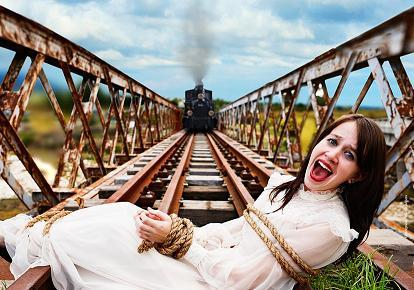 Foto: SCANDAL URIAŞ PROVOCAT DE UN PRIMAR / Femeie legată de o șină de cale ferată, în timp ce un tren cu aburi se pregătește să o lovească