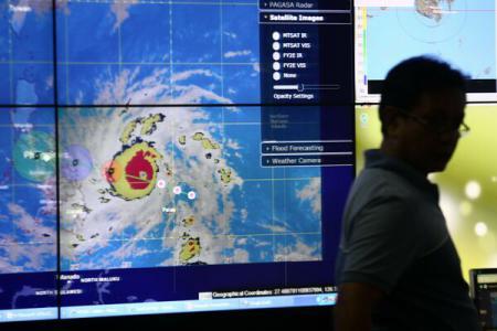 Foto: Supertaifunul Hagupit se intensific� pe m�sur� ce se apropie de Filipine