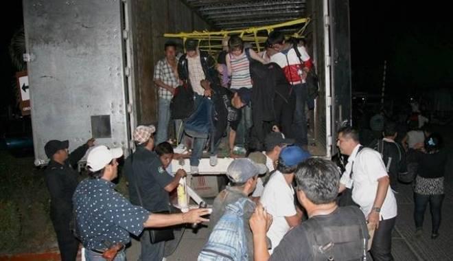 Foto: 31 de imigranți găsiți într-un camion frigorific în Franța