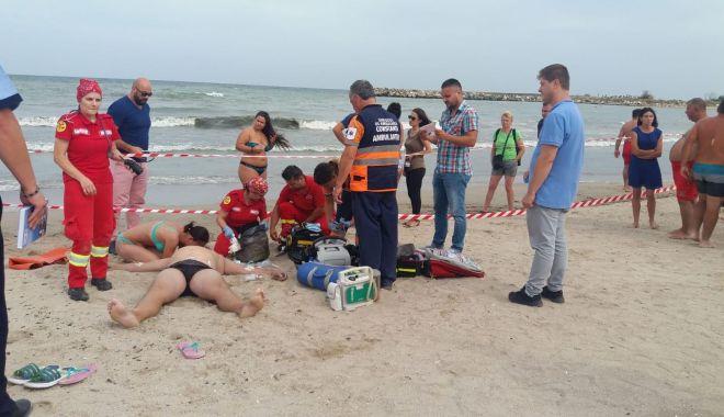Foto: IMAGINI SFÂŞIETOARE! Bărbatul scos din marea agitată, DECLARAT DECEDAT