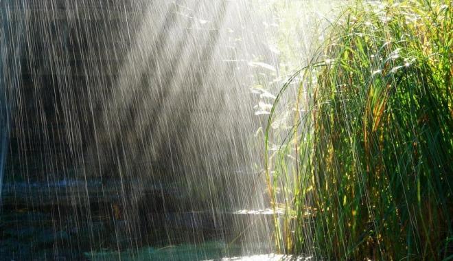 Foto: Ploaie şi frig, astăzi, la Constanţa. Cum va fi vremea mâine