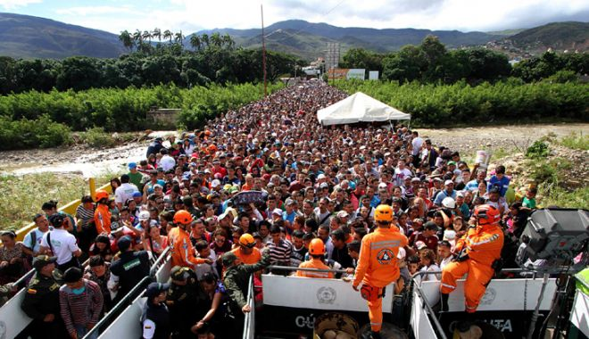 Imaginile crizei umanitare din Venezuela. Mii de oameni se calcă  în picioare ca să fugă din ţară - imaginilecrizeijpeg-1535545036.jpg