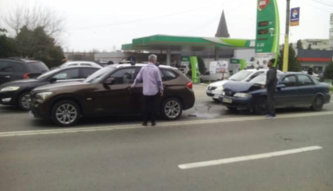 Foto: Galerie foto. Accident rutier în zona Tomis 3 din Constanţa