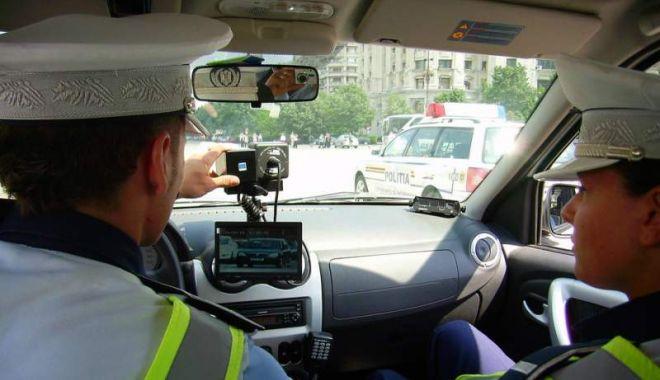 Foto: Aproape 500 de permise de conducere reţinute de poliţişti într-o singură zi!