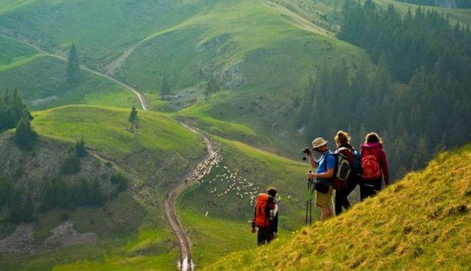 Foto: Tot mai mulţi turişti vizitează România! Iată numărul oficial