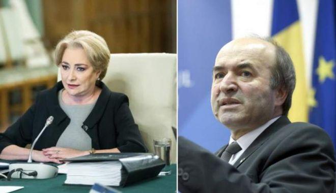 """Foto: Tudorel Toader, după întâlnirea cu premierul Dăncilă la Guvern: """"Nu am discutat despre demisie!"""""""