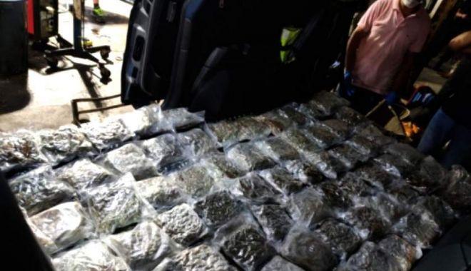 Foto: Doi frați români, prinși cu 31 kilograme de droguri pe un feribot în Malta