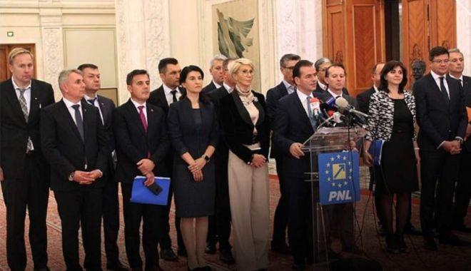 Foto: Ședința pentru votul guvernului Orban începe cu probleme: cartelele dau eroare