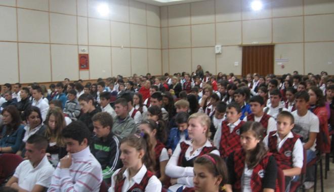 Tinerii din Cumpăna nu lasă violența să-i transforme în infractori - img0094-1351181127.jpg