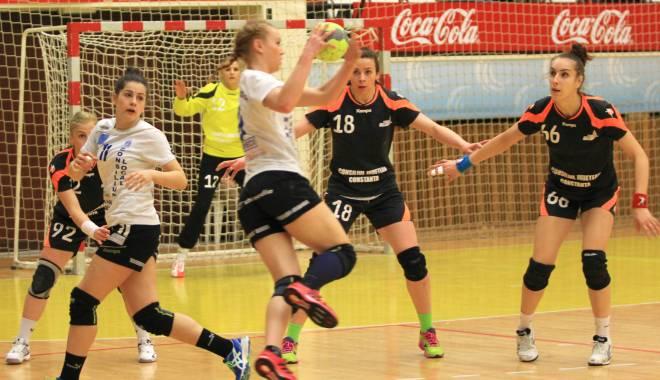 Foto: Galerie foto. Handbal feminin: CSU Neptun a cedat în fața Craiovei