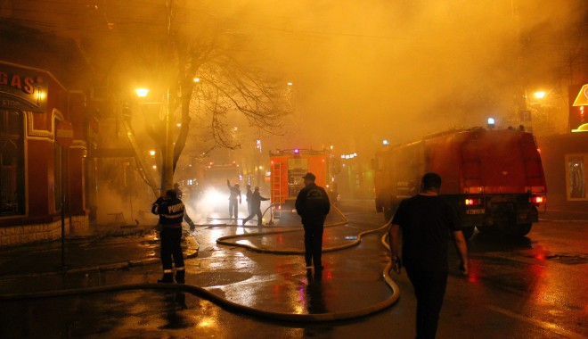Foto: UPDATE. TREI PERSOANE MOARTE și una �n COM� dup� incendiul de la restaurantul Beirut / GALERIE FOTO