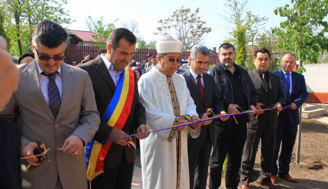Foto: Galerie foto. Primarul Valentin Vrabie a inaugurat noua geamie din satul Izvoru Mare
