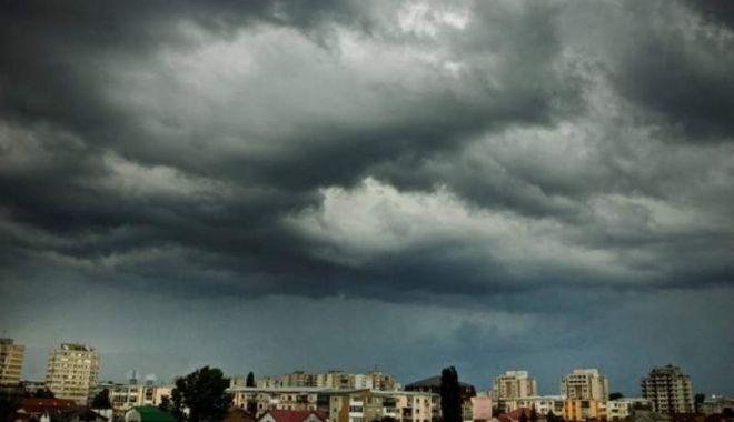 Foto: Avertizări meteo COD PORTOCALIU şi COD GALBEN actualizate. Ploi abundente şi vijelii până la ora 21