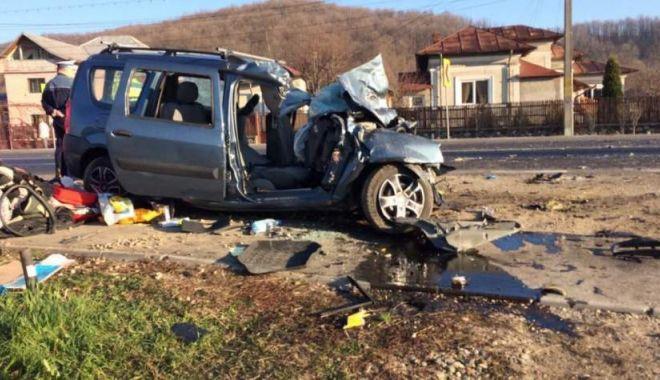 Mama şi fiu, răniţi într-un grav accident rutier