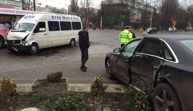 Foto: Galerie foto. Accident de microbuz la Constanţa. TREI VICTIME!