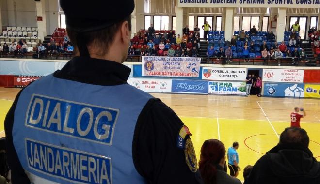 Foto: EVENIMENTE IMPORTANTE, LA CONSTANŢA. Jandarmii constănţeni, prezenţi pe străzi!