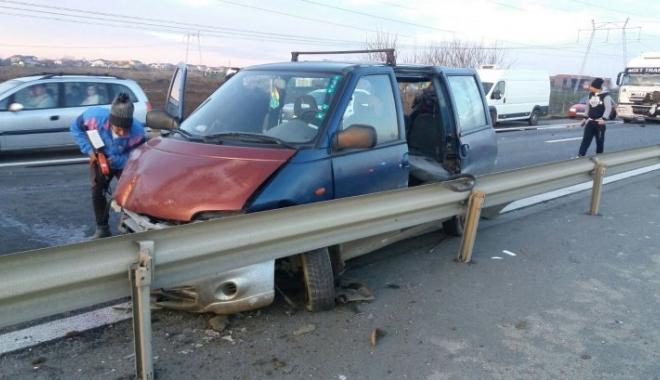 Foto: Accident grav pe autostradă. Un TIR şi două autoturisme s-au ciocnit