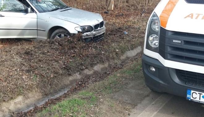 Foto: Galerie foto / Accident la ieşire din Constanţa. Un şofer a ieşit în decor cu BMW-ul