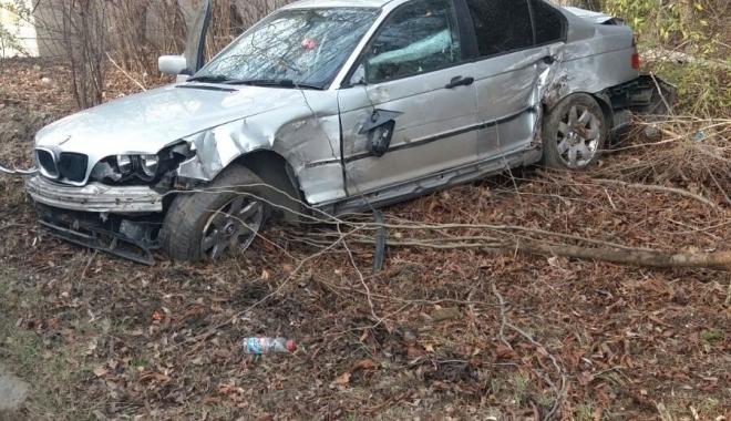 Galerie foto / Accident la ieșire din Constanța. Un șofer a ieșit în decor cu BMW-ul - img20171215wa00101-1513334836.jpg