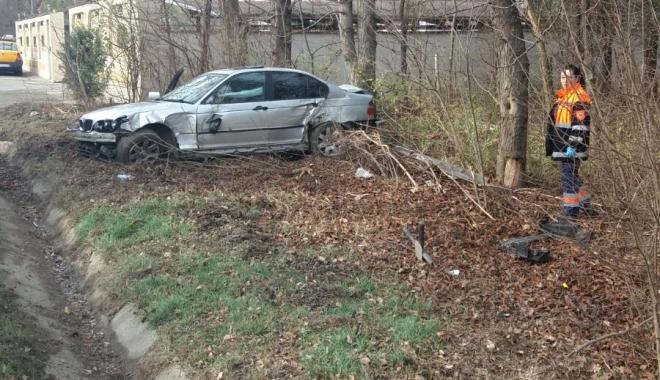 Galerie foto / Accident la ieșire din Constanța. Un șofer a ieșit în decor cu BMW-ul - img20171215wa0011-1513334846.jpg