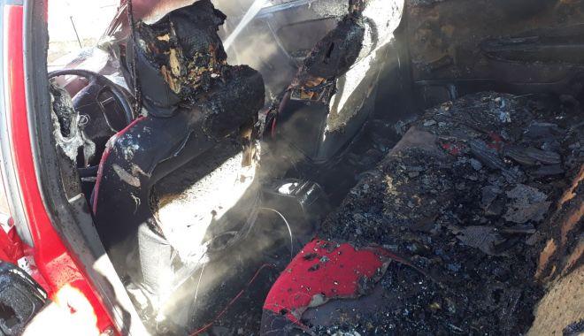 GALERIE FOTO / Maşină în flăcări! Pompierii constănţeni intervin în forţă - img20180126wa0009-1516963027.jpg
