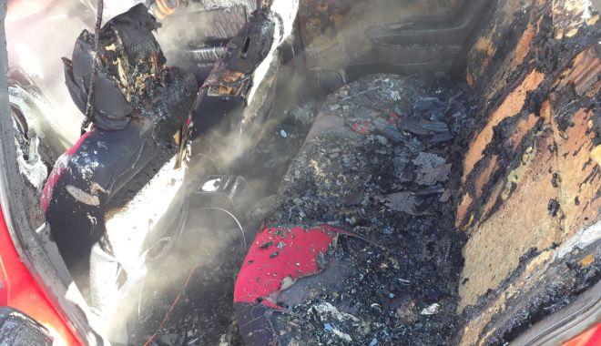 GALERIE FOTO / Maşină în flăcări! Pompierii constănţeni intervin în forţă - img20180126wa0010-1516963037.jpg