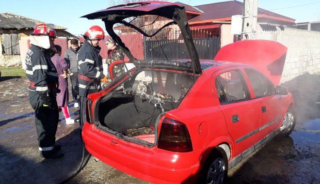 GALERIE FOTO / Maşină în flăcări! Pompierii constănţeni intervin în forţă - img20180126wa0013-1516963064.jpg