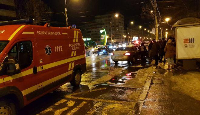 GALERIE FOTO / TRAVERSAREA NEREGULAMENTARĂ FACE VICTIME! PIETON ACROŞAT DE UN AUTOTURISM, ÎN TOMIS 3