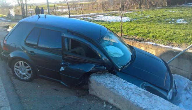 Foto: GALERIE FOTO / ACCIDENT TERIBIL LA CONSTANŢA, din cauza unui şofer care a virat la stânga, peste linia dublă continuă