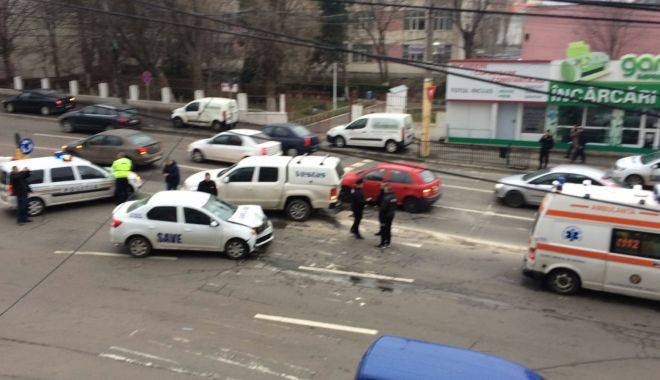 Foto: Galerie foto / ACCIDENT RUTIER LA CONSTANŢA! Victima este o femeie