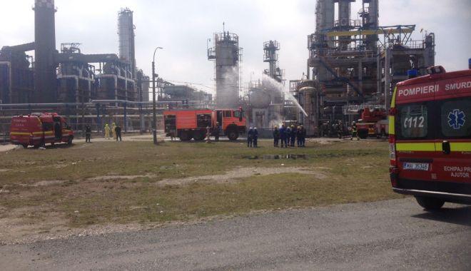 Foto: Explozie urmată de incendiu, la fabrica de hidrogen a ROMPETROL RAFINARE! EXERCIŢIU ISU