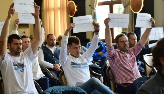 """Foto: GALERIE FOTO / """"PREGĂTIŢI-VĂ SĂ RESPIRAŢI BETOANE!"""" Protest de amploare la Constanţa!"""