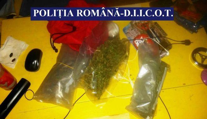 Foto: MEGA-ANCHETĂ într-un dosar de trafic de droguri. Peste 50 de persoane audiate