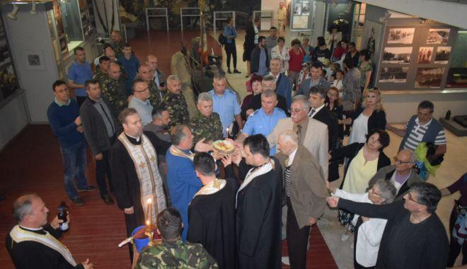 """Foto: Galerie foto. Veteranul atlet Traian Petcu a donat o troiţă Muzeului Militar Naţional """"Regele Ferdinand l"""""""