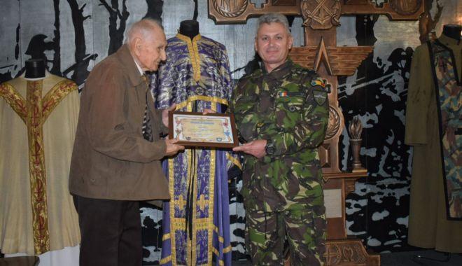 """Galerie foto. Veteranul atlet Traian Petcu a donat o troiţă Muzeului Militar Naţional """"Regele Ferdinand l"""" - img20180516wa0007-1526470095.jpg"""