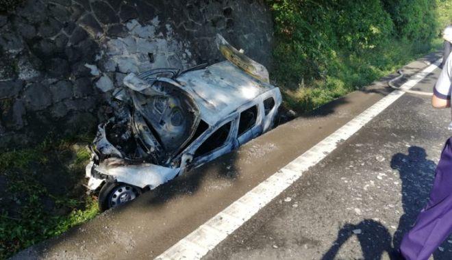 Foto: Groaznic accident pe DN7: 5 răniți, inclusiv 2 copii. O mașină a luat foc