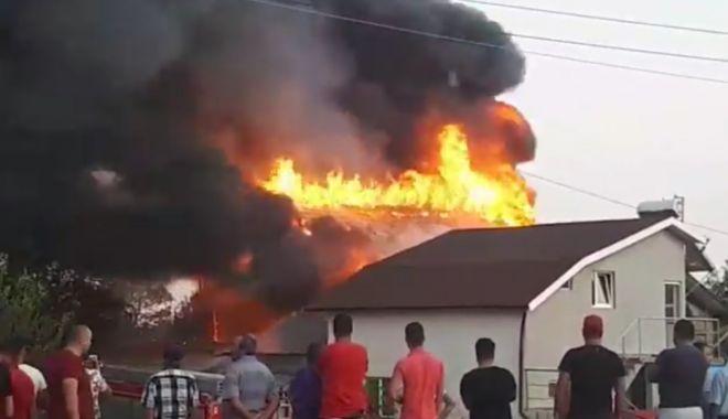 Foto: UPDATE. Incendiu puternic la 23 August! Focul s-a extins și la casa din apropiere!