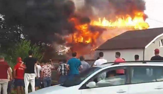 UPDATE. Incendiu puternic la 23 August! Focul s-a extins și la casa din apropiere! - img20180924wa0018-1537810153.jpg