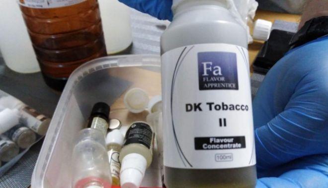 """Foto: Percheziţii de amploare la traficanţii de nicotină pentru ţigările electronice. """"Laborator"""", fabricat acasă"""