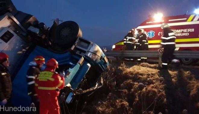 Foto: ACCIDENT RUTIER MORTAL, după ce un şofer s-a răsturnat cu maşina