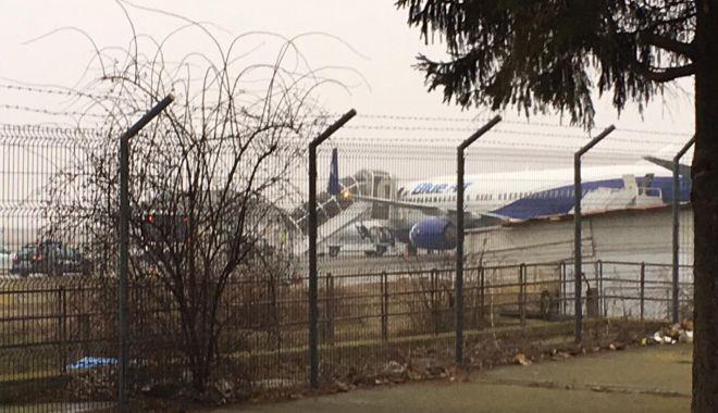 Foto: Un avion cu 109 pasageri la bord, aterizare de urgenţă pe Aeroportul Mihail Kogălniceanu